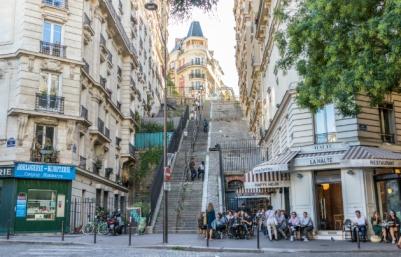 Vie-de-quartier-à-Montmartre-_-630x405-_-©-Studio-TTG